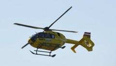 Ein Rettungshubschrauber rückte zur Bergung aus. (Bild: P. Huber)
