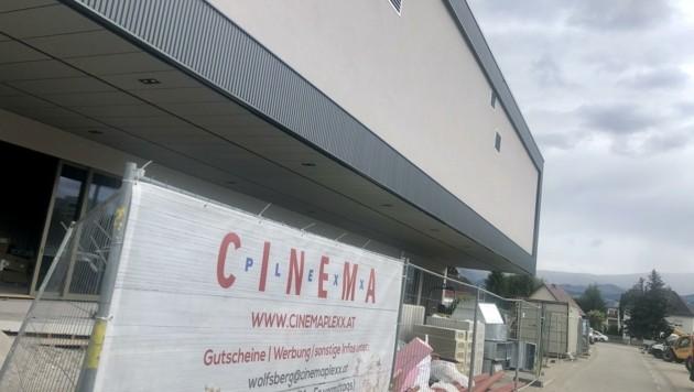 """In wenigen Tagen wird das Cinemaplexx Wolfsberg eröffnet. Das """"Sägewerk"""" lädt bereits ein. (Bild: Hronek Eveline)"""