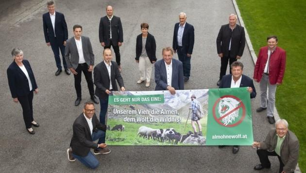 Der neu gegründete Verein mit Vertretern von Landwirtschaftskammer, Arbeiterkammer, Wirtschaftskammer und Gemeindeverband (Bild: Die Fotografen Charly Lair, Die Fotografen)