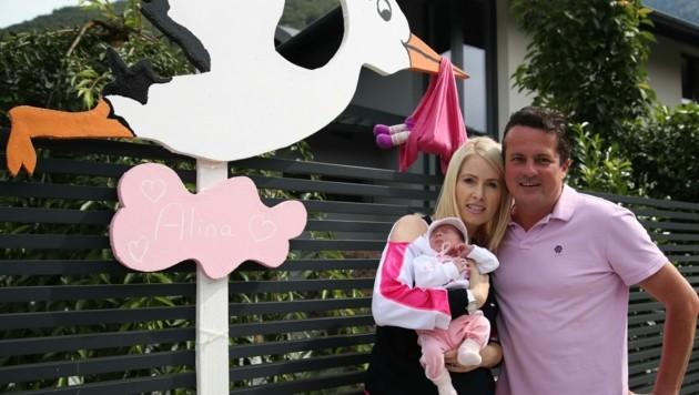 Grödig-Manager Christian Haas mit Frau Isabella und der kleinen Alina. (Bild: Tröster Andreas)