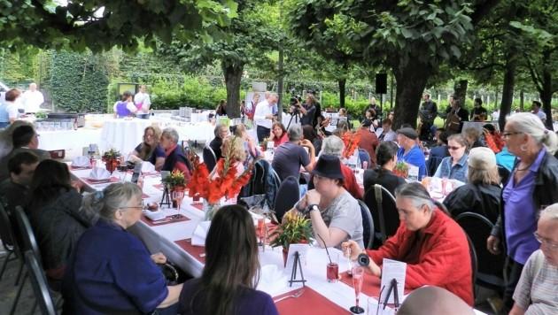 Jedes Jahr veranstaltet der Salzburger Christian Rauch im Mirabellgarten ein großes Festessen. (Bild: Christian Rauch)