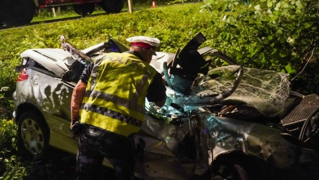 Die Polizei suchte zwei Stunden nach dem Unfalllenker (Bild: Daniel Scharinger)
