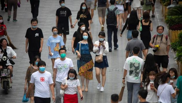 Menschen beim Shoppen in Peking