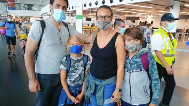 Urlauber im Airline-Stress: Diese Linzer Familie wurde extra zur Kasse gebeten. (Bild: Florian Hitz)