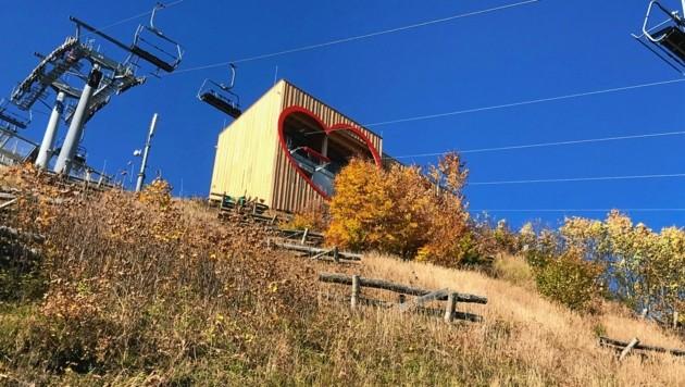 Ein Herz fürs Abenteuer: Das Starthaus der längsten Zipline Österreichs wurde in Mariazell entworfen. (Bild: HoZe)