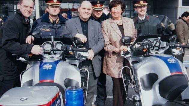 Gruppenbild mit Geschichte: Der dritte Landtagspräsident Gerhard Karner mit Ex-Innenministern Prokopp () und Sobotka sowie den uniformierten Granden Popp, Reis, Prucher (Bild: LPD NOE)
