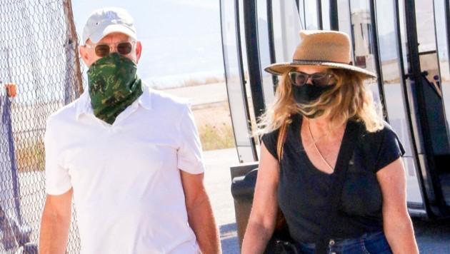 Tom Hanks and Rita Wilson nach ihrer Landung in Griechenland (Bild: www.photopress.at)