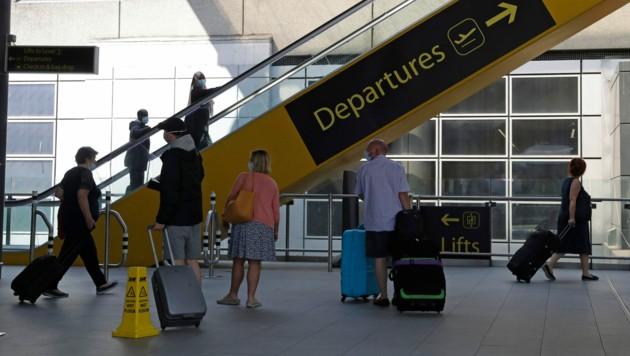 Wegen steigender Corona-Zahlen in Spanien müssen alle britischen Urlauber seit Samstag nach ihrer Heimkehr in eine zweiwöchige Quarantäne.