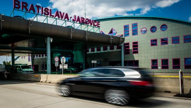 Die Grenze zwischen Österreich und der Slowakei in Bratislava-Jarovce. (Bild: AFP )