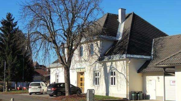 """Das große """"Haus für schlaue Typen"""" ist am Immobilienmarkt zum Ladenhüter geworden. (Bild: Gemeinde Neuhaus)"""