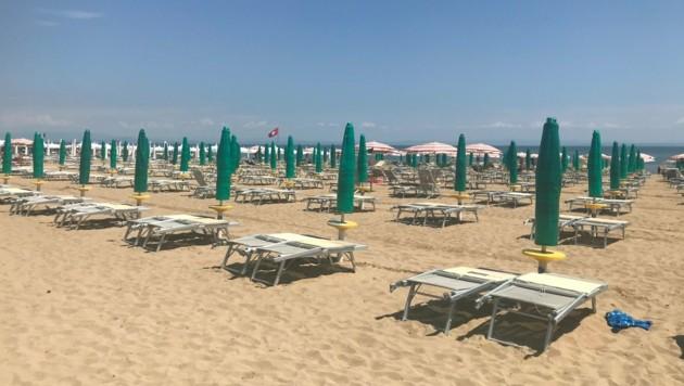 Am Strand von Lignano blieben im Vorjahr viele Plätze am Strand leer. 2021 soll dies anders sein. (Bild: Martin Grob)