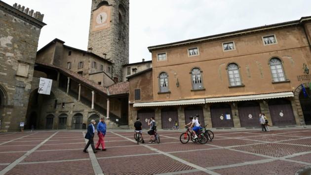 Die Piazza Vecchia in Bergamo ist fast menschenleer.