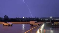 Regen, Blitz und Donner am Dienstagabend über Wien (Bild: Franz Hollauf)