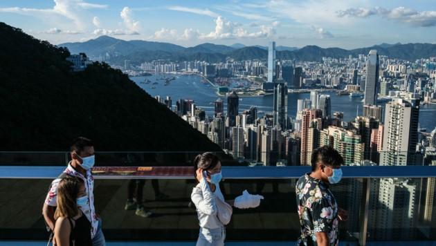 In Hongkong gibt es seit fast einer Woche täglich wieder mehr als 100 Neuinfektionen. Die chinesische Sonderverwaltungszone reagiert deshalb und führt wieder weitreichende Schutzmaßnahme ein. (Bild: AFP )