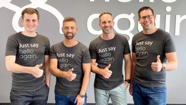 hello-again-Geschäftsführer Franz Tretter (2. v. r.) mit seinen Mitgründern Sebastian Auberger (l.), Mario Pecile und Michael Schöndorfer (r.). Das Team ist mittlerweile 32 Mitarbeiter groß. (Bild: hello again)