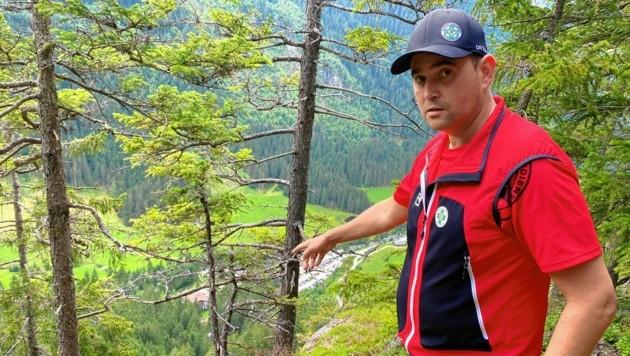 Bergretter Thomas Kaserer an der Stelle des Absturzes (Bild: Fredl)