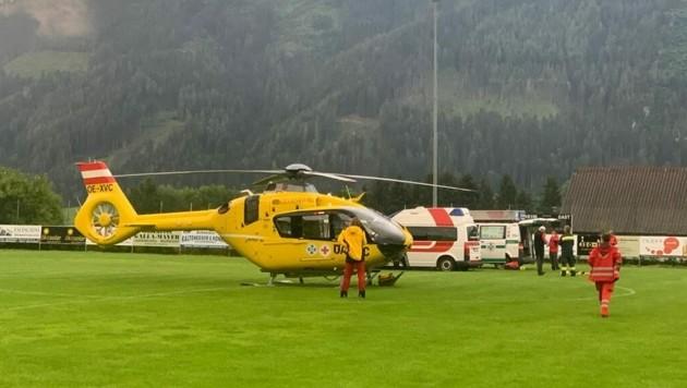 Mit dem Rettungshubschrauber wurde der 83-Jährige ins LKH-Univ. Klinikum Graz geflogen. (Bild: Mlakar Media)