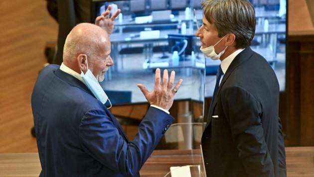 Der Anwalt Manfred Ainedter (l.) mit seinem Mandanten Karl Heinz Grasser, der im Buwog-Prozess wegen Bestechungs- und Untreueverdachts unter Anklage steht. (Bild: APA/HERBERT NEUBAUER)