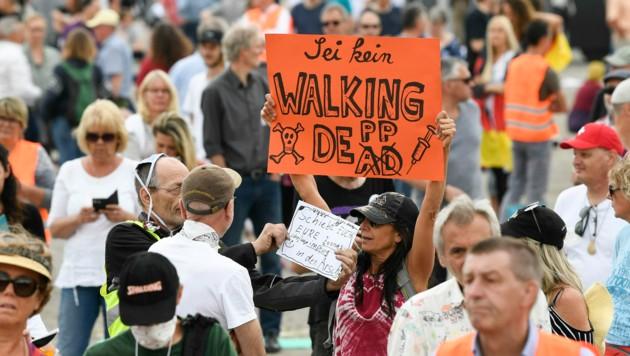 Demos gegen die Maßnahmen der deutschen Regierung zum Schutz vor einer Ausbreitung des Coronavirus gibt es immer wieder in Deutschland - wie hier in Stuttgart. (Bild: AFP)