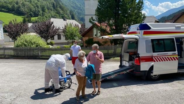 Die 99-jährige Corona-Patientin Edith kehrt aus dem LKH nach Wald am Schoberpaß zurück (Bild: Privat/Bernhard Jansenberger)
