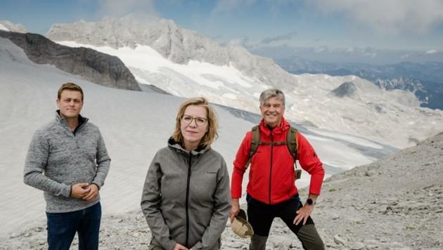 Umweltlandesrat Stefan Kaineder, Ministerin Leonore Gewessler und Energie-AG-General Werner Steinecker v. l. (Bild: Werner Dedl)