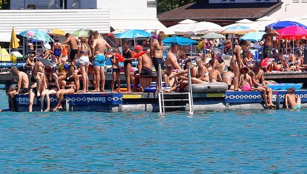 Nur auf den Schwimminseln geht es zeitweise noch eng zu. (Bild: Uta Rojsek-Wiedergut, krone.at-Grafik)
