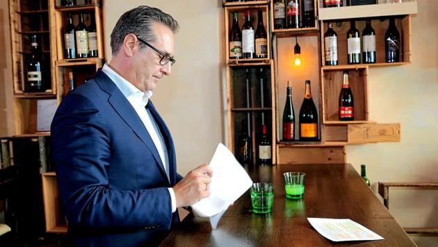 """Heinz-Christian Strache bei einem Termin mit der """"Krone"""" im Juni. (Bild: Klemens Groh)"""