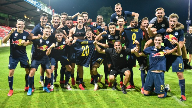 Die Mannschaft des FC Liefering jubelt nach dem 3:0-Sieg zum Abschluss der Saison in Steyr. (Bild: GEPA pictures)
