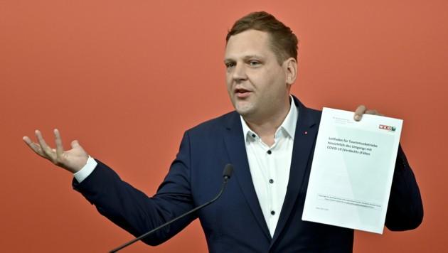 """SPÖ-Gesundheitssprecher Philip Kucher kritisiert die """"explodierenden"""" Werbeausgaben der Bundesregierung. (Bild: APA/HERBERT NEUBAUER)"""