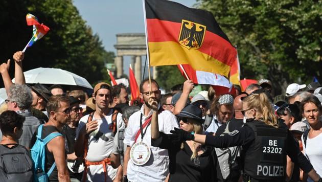 Proteste am Samstag in Berlin: Deutsche Ökonomen warnen vor einer möglichen zweiten Corona-Welle. (Bild: AFP)
