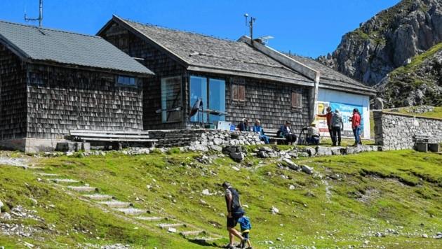 Die in die Jahre gekommene Victor-Franz-Hess-Hütte unweit der Bergstation am Hafelekar auf mehr als 2200 Metern Seehöhe (Bild: LIEBL Daniel/zeitungsfoto.at)