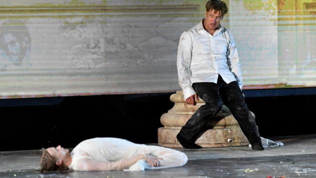 Mavie Hörbiger (Werke) und Tobias Moretti (Bild: APA/BARBARA GINDL)