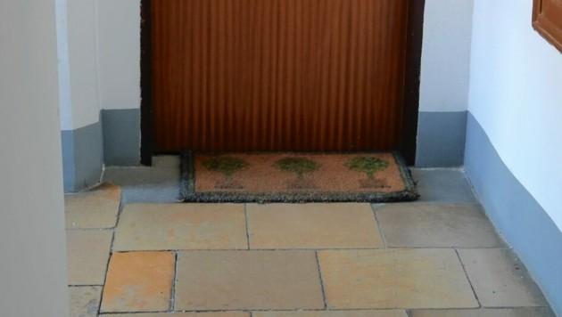 Wenn Türmatten reden könnten: Drei Bäume vor dem Eingang (Bild: Klemens Groh)