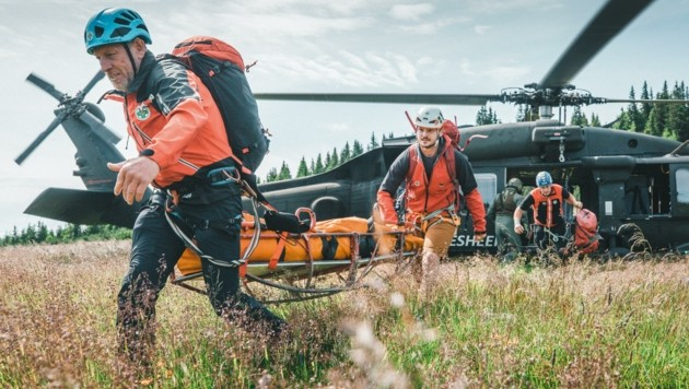 Die Bergrettung und das Bundesheer gehören der sogenannten Sicherheitsfamilie an. Beide Organisationen haben am vergangenen Wochenende in der Rax-Schneeberg-Region eine wichtige Übung abgehalten. (Bild: Georg Krewenka)