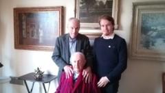 Walter Arlen (vorne) mit Ehemann Howard Myers und Jonathan Dorner (Bild: Österreichischer Auslandsdienst)