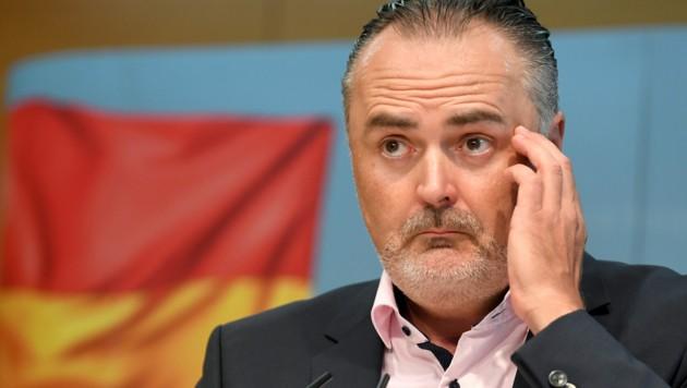 Der burgenländische Landeshauptmann Hans Peter Doskozil (SPÖ) bei seiner Pressekonferenz am Montag, in der er zu den Entwicklungen im Zusammenhang mit der Commerzialbank Mattersburg Auskunft gab.