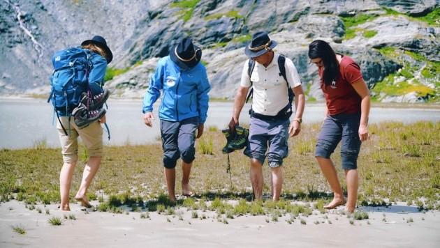 Barfuß im Gletscherschliff des Sandersees. Einsinken garantiert. (Bild: Wallner Hannes)