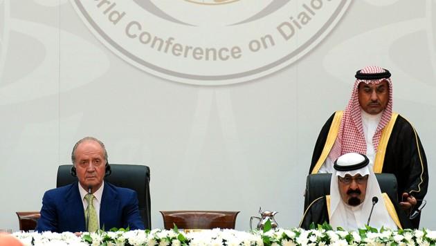 Archivaufnahme aus dem Jahr 2008: Juan Carlos I. als Gastgeber bei der Welt-Dialog-Konferenz mit dem damaligen saudischen König Abdullah (Bild: APA/AFP/Pierre-Philippe MARCOU)