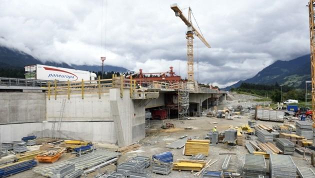Seit November 2017 laufen die Bauarbeiten an der Terfener Autobahn-Brücke über den Inn. (Bild: Andreas Fischer)