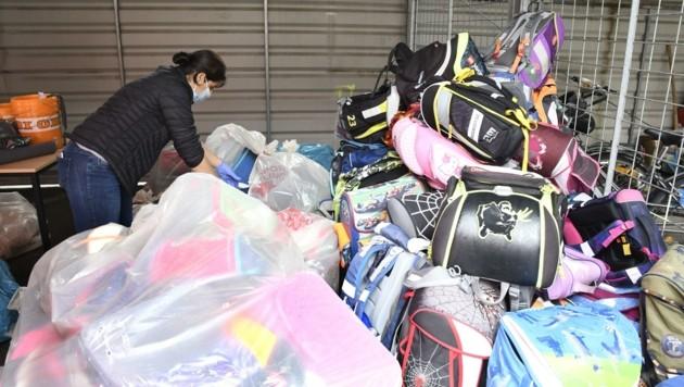 Insgesamt wurden seit Beginn des Projektes bereits 14.100 Schultaschen gesammelt und an bedürftige Familien in Tirol und im Ausland verteilt. (Bild: Andreas Fischer)