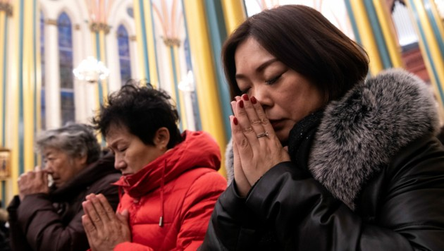 Gläubige in einer Messe in der Xishiku-Kathedrale in Peking (Bild: AFP)
