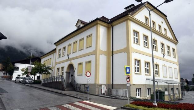 Durch die schlechten Finanzen mangelt es in Tirols Gemeinden auch bei der Infrastruktur der Schulen und Kindergärten. Das sagen 50,7% der Befragten.