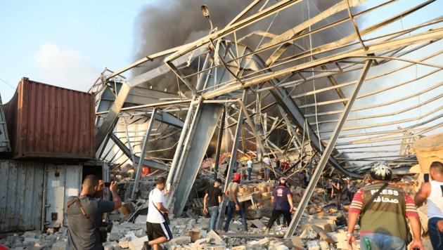 Die Explosionen ereigneten sich im Hafenviertel Beiruts. (Bild: APA/AFP/Anwar AMRO)