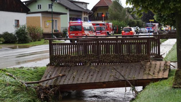 Diese Brücke in Breitenfeld an der Rittschein fiel den Wassermassen zum Opfer. (Bild: BFV FB/C. Karner)