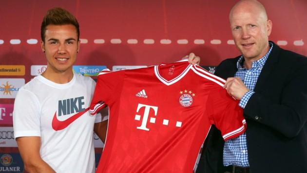 Unvergessen: Mario Götze erschien 2013 bei seiner Präsentation als neuer Bayern-Spieler ausgerechnet im Nike-Leiberl.
