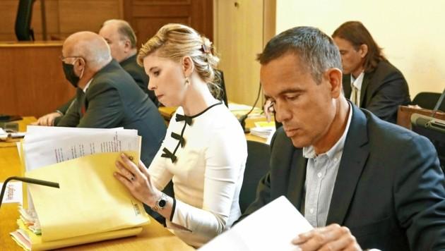 Uwe Scheuch mit Anwältin Pöchinger (Bild: APA/Gerd Eggenberger)