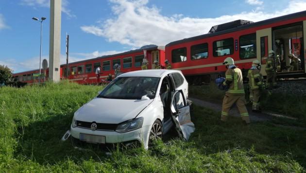 Das Auto der 29-Jährigen wurde in das Feld geschleudert. (Bild: zoom.tirol)