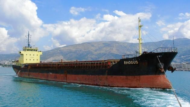 Die Rhosus brachte 2013 die tödliche Fracht nach Beirut. Das Schiff wurde damals mitsamt der Ladung beschlagnahmt. Die Crew durfte später ausreisen, das Schiff und die gefährliche Ladung blieben aber im Libanon. (Bild: EPA)