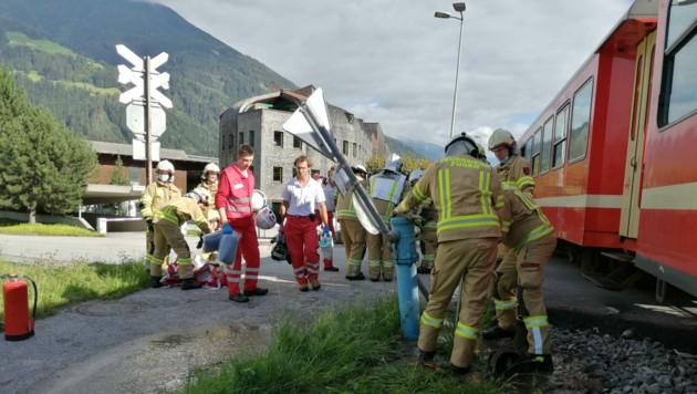 Das Auto touchierte bei dem Unglück auch einen Wasserhydranten. (Bild: zoom.tirol)