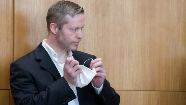 Stephan E. gestand nun auch vor Gericht den Mord am Kasseler Regierungspräsidenten Walter Lübcke. (Bild: APA/AFP/Pool/Boris Roessler)